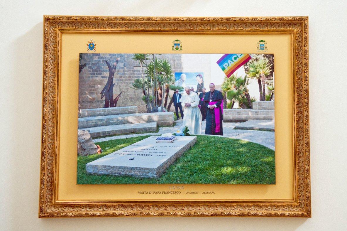Quadri visita del papa esposti in Curia (2)