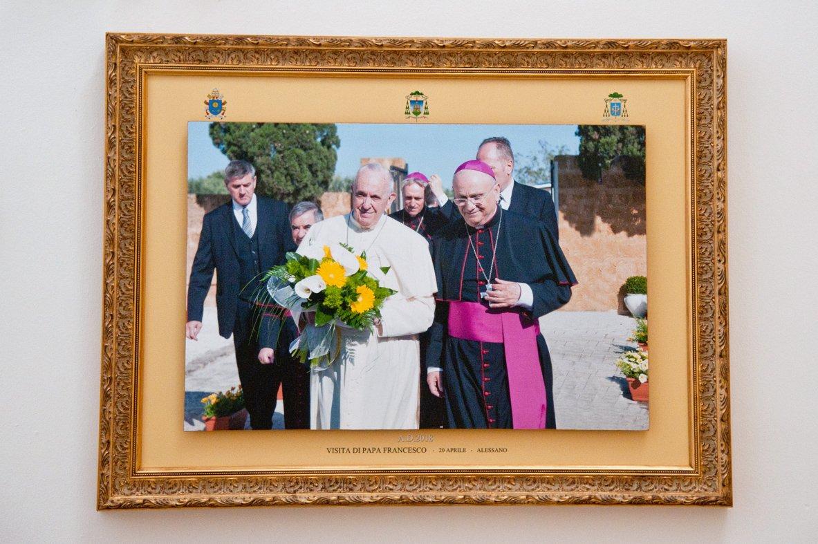 Quadri visita del papa esposti in Curia (3)