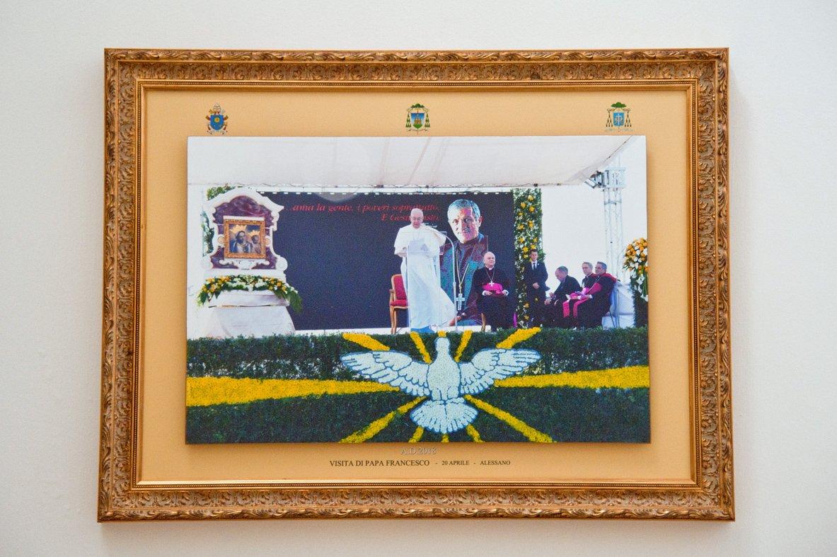 Quadri visita del papa esposti in Curia (4)